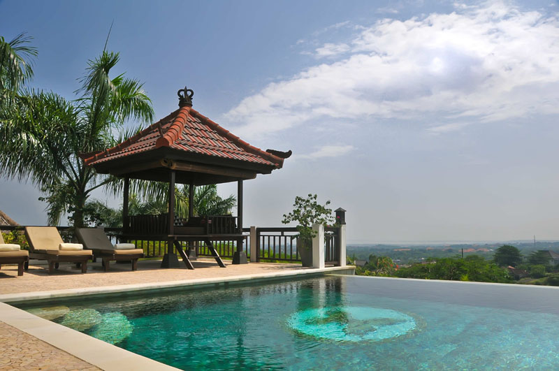 The fantastic pool and jacuzzi. Raised to the first floor for excaptional views.